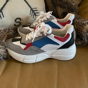 Shoes - Steve Madden sneakers